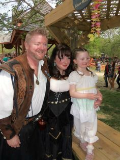 Top 5 Activities for families at a Renaissance Festival!!  Great family activity this summer!