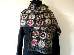 Maxi écharpe granny au crochet gris or  : Echarpe, foulard, cravate par handmade-chaumont