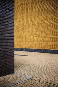 The Brickster 3/4 by Tijmen van Dijk