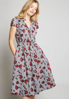 We Meet Again Cotton Midi Dress in 14 (UK) - Cap A-line by Louche from ModCloth Modest Dresses Casual, Cute Dresses, 1940s Fashion Dresses, Fashion Outfits, Women's Fashion, Maternity Dress Pattern, Polished Casual, Shirtwaist Dress, Professional Dresses