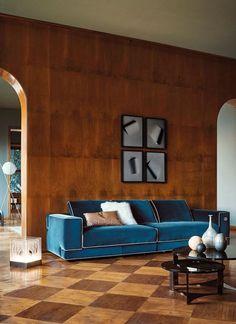 Parquet scuro + divani in velluto quadrati con profilo (Fendi Casa)