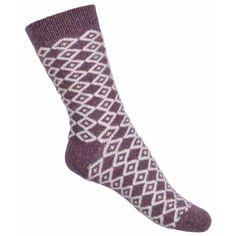 Șosete călduroase de foarte bună calitate de la Melton. Șosetele se potrivesc perfect, iar culoarea rămâne în țesătură spălare după splălare.   Șosetele reglează perfect  temperatura corpului și izolează atât vremea rece, cât și cea caldă.  Material: 55% lână, 20% mătase, 20% poliamidă și 5% elastan.  Mărimi disponibile: 27/30-39/41.  Vă rugăm să respectați instrucțiunile de spălare și îngrijire a lânii.  Vă recomandăm să utilizați un detergent special pentru lână. Fig, Socks, Fashion, Bamboo, Moda, Fashion Styles, Ficus, Sock, Figs