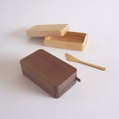 Kakudo series is designed by Japanese designer Masanori Oji and handcrafted by Takahashi Kougei, a family-run wood workshop in Hokkaido, Japan. Butter Knife, Wooden Bowls, Boutique, Woodworking Shop, It Works, Design, Wood Workshop, Maple Walnut, Woody