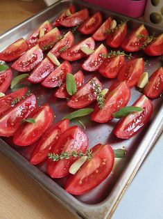 tomates confites au four maison Vegetable Recipes, Vegetarian Recipes, Cooking Recipes, Healthy Recipes, Cuisine Diverse, Good Food, Yummy Food, Going Vegan, Food Inspiration