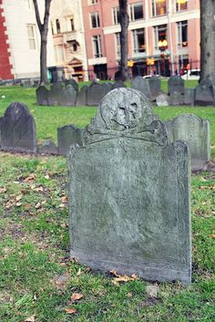 Puritan Skull and Crossbones gravestone - Boston, Massachusetts