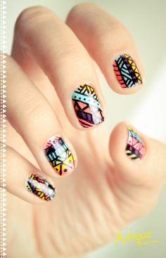 Aztec print nails    Quiero mis uñas así @Alexandra Segura, con qué hago los trazos en negro y dónde lo compro?