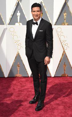 Oscars 2016: Mario Lopez attends the awards ceremony in a Samuelsohn tuxedo.