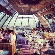 Pour dîner avec vue sur les toits de Paris ou pour boire un verre ! C'est the place to be !