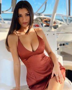 Mädchen In Bikinis, Femmes Les Plus Sexy, Brunette Beauty, Girl Body, Beauty Full Girl, Beauty Women, Beautiful Indian Actress, Girly Girl, Girl Facts