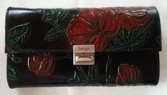 Auch gelungen als Geldbörse: Schwarz mit Grün und Rot - kräftige Farben. Das ist etwas für Liebhaber klarer Farben und kann auch zu Trachten extravagant kombiniert werden!