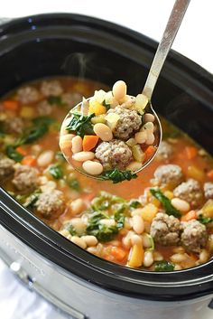 Recipe here: slow cooker tuscan white bean and sausage soup tuscan bean soup, italian Crock Pot Soup, Crock Pot Slow Cooker, Crock Pot Cooking, Slow Cooker Recipes, Crockpot Recipes, Cooking Recipes, Healthy Recipes, Bean Soup Recipes, Crockpot Dishes