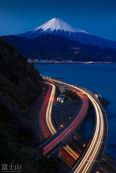 Mount Fuji in a blue hour - Shizuoka, Japan (photo by Jirat Srisabye). Monte Fuji, Go To Japan, Visit Japan, Japan Beach, Japan Country, Shizuoka, Japan Photo, Japan Travel, Nice View