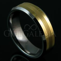 Aliança de Casamento ou Compromisso em Tungstênio com espessura de 7mm cor ouro polido e faixa em ouro fosco.