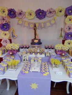 SD Eventos: RAPUNZEL Candy Bar Rapunzel Tangled birthday party Golosinas personalizadas Mesas temáticas Rapunzel Birthday Party, Princess Theme Party, Tangled Party, Girl Birthday, Rapunzel Cake, Disney Princess Rapunzel, Tangled Rapunzel, First Birthday Decorations, Birthday Party Themes
