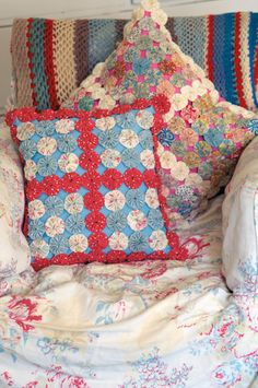 Patch! Try some portable, pretty, patchwork projects with Cath Kidston's new book  A fabulous new book from Cath Kidston with a new take on vintage style patchwork including numerous projects for the home: pincushions, tote bags, beanbags and a dog bed    by: Katie Allen, editor of alternative women's magazine www.fat-quarter.co.uk and web editor of The Bookseller/We Love This Book
