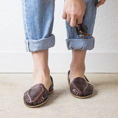 Onyva.ch / La Garconne Shoes #onyva #onlineshop #shoes #sandals #shoedesign #elegant #chic #switzerland #lagarconneshoes #vintage #summer #summershoes #summersandals #fashion #leather Elegant Chic, Summer Shoes, Switzerland, Designer Shoes, Shoes Sandals, Slippers, Detail, Leather, Shopping
