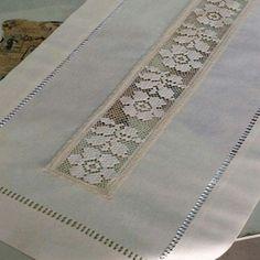 Oyası File İşi Modelleri -İğne Oyası File İşi Modelleri - WONDERFUL beige cotton table runner L 150 cm Embroidery Stitches, Embroidery Patterns, Hand Embroidery, Stitch Patterns, Knitting Patterns, Crochet Patterns, Hardanger Embroidery, Crochet Tablecloth, Crochet Doilies