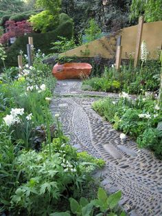I loved this garden, especially the pathways, love sensory gardens and healing plants.