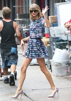 Taylor Swift Print Blouse - Taylor Swift Clothes Looks - StyleBistro