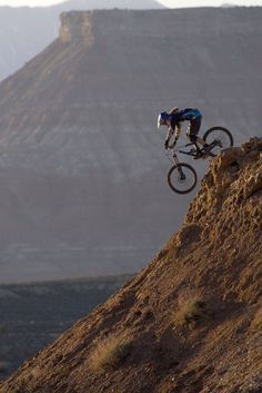 Sometimes people taking part in specific disciplines of cycling will purchase a specialized mtb, developed for the discipline. While cross-country, freerider and enduro are the most common discipli… Mountain Biking Women, Riding Mountain, Beach Volleyball, Cross Country Bike, Montain Bike, Downhill Bike, Mtb Bike, Road Bike, Surf