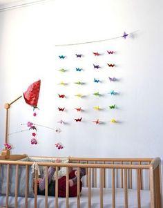 お馴染みの鶴も、ガーランドにすれば子ども部屋の素敵なインテリアに大変身。鶴はウェディングアイテムとしても人気が高いんだそうです。結婚祝いの贈り物などにもいかがですか?