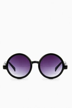 The Round Up Sunglasses in Black