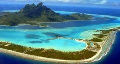 La Polynésie française est une collectivité d'Outre-Mer (COM) de la République française, composée de cinq archipels, soit 118 îles au total (67 seulement sont habitées). Elle se trouve dans le sud de l'océan pacifique, à  6 000 km à l'est de l'Australie et à 18 000 Km de la France. Elle bénéficie d'une certaine autonomie politique depuis 1946, date à laquelle elle est passée du statut de colonie à celui de territoire d'Outre-Mer. Au même moment, le droit de vote a été accordé aux habitants.