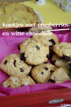 KOEKJES - Koekjes met cranberries en witte chocolade - Fiekefatjerietjes A Food, Food And Drink, Afternoon Tea, Breakfast, Desserts, Wordpress, Blogging, Tailgate Desserts, Deserts