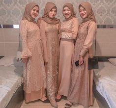 Dress Brokat Modern, Kebaya Modern Dress, Model Kebaya Brokat Modern, Prom Dresses Long Modest, Maroon Bridesmaid Dresses, Pakistani Bridal Dresses, Pakistani Outfits, Hijab Dress Party, White Cocktail Dress
