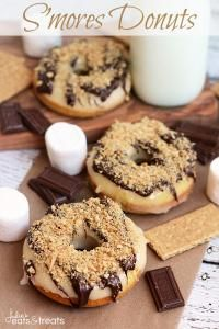 58 Most Delish Donuts S'mores Donuts-Now go all out and use the donuts as graham crackers and put a marshmallow in between.S'mores Donuts-Now go all out and use the donuts as graham crackers and put a marshmallow in between. Easy Donut Recipe, Baked Donut Recipes, Baked Doughnuts, Donuts Donuts, Bakery Donuts Recipe, Fancy Donuts, Graham Crackers, Smores Dessert, Delicious Donuts