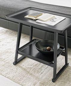 Small tables: RECIPIO – Collection: Maxalto – Design: Antonio Citterio