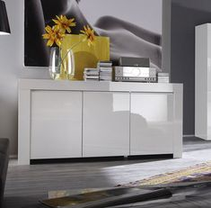 Découvrez notre Buffet bahut blanc laqué 3 ou 4 portes design PIETRA, disponible sur Sofamobili, spécialiste des meubles de salon.