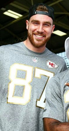 if looks could kill they probably will. He is so fine, especially the way he wears his hat backwards. is a winner for sure. Kansas City Chiefs Football, Kansas City Royals, Nfl Football, Travis Kelce, Kansas City Missouri, Football Conference, Athletic Men, Fine Men, Good Looking Men
