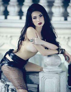 Naked Goth beauty. Ellen Adarna
