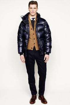 Men's padded jacket trends winter 2019 - Men's padded jackets identified by several options at winter men's fashion shows. Designers always liked working with this c. Fall Fashion Trends, Winter Fashion, Fashion Show, Mens Fashion, Style Fashion, Fashion Design, Mode Masculine, Men's Collection, Winter Collection