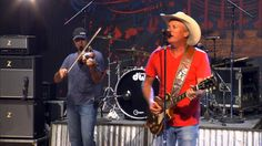 """Kevin Fowler Performs """"How Country Are Ya?"""" on The Texas Music Scene"""