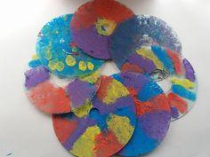 CDs dekorative verschönert ❤  Weitere tolle sachen zum Basteln findet ihr auf meinem kleinen #blog http://bastelnmitkinder.blogspot.de/  #bastel #bastelnmitkinder #CD #Deko #DiY #doityourself #Fensterdeko #Frühling #Geschenk #Kinderzimmer #malen #selbermachen #Sommer #windowcolor #creative #kreative #idee #Kinder #kids #creativewithkids