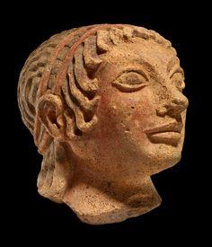 Beeldje van Apollo als kind, materiaal: terracotta, datering: 510-500 v.Chr., gevonden in: Veii, collectie: British Museum