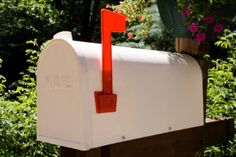 How to Paint a Metal MailboxFollow these steps to paint a metal mailbox....All you need are some common supplies and a bit of metal paint. The following article will show you how to correctly paint metal mailboxes in no time at all.