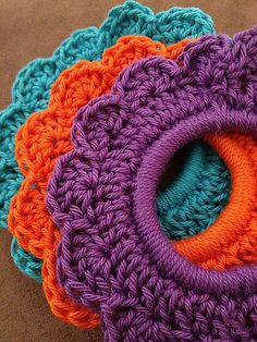 Fantastic Fast Gifts: 10 Free Crochet Patterns Using Less Than 100 Yards of Yarn! Fantastic Fast Gifts: 10 Free Crochet Patterns Using Less Than 100 Yards of Yarn! Flower Hair Tie :: Great free gift patterns that take 100 yds of yarn or less! Quick Crochet Gifts, Diy Crochet, Crochet Crafts, Crochet Ideas, Crochet Towel, Ravelry Crochet, Crochet Style, Easy Crochet Projects, Knitting Projects