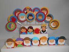 http://www.elo7.com.br/mini-kit-festa-branca-de-neve/dp/40E8D7 Kit de festa da Branca de Neve! Produzido em papéis de alta gramatura.