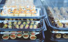 Store the finger food for the big day in practical and yet good looking trays.