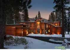 Located near Lake Tahoe, California, the Martis Camp House by Swaback Partners impresses due to its elegant cottage-like architecture. House Paint Exterior, Exterior Design, Modern Exterior, Dream House Plans, My Dream Home, Dream Houses, Lofts, Dream House Interior, California Homes