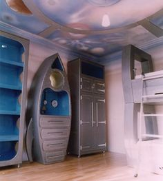 whoa.  they really went all-out for their outer space bedroom theme.