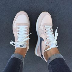 Nike Internationalist Trainers - Tennis Adidas - Ideas of Tennis Adidas - Nike Internationalist Trainers Jeans Und Sneakers, Sneakers Mode, Sneakers Fashion, Fashion Shoes, Shoes Sneakers, Adidas Sneakers, 90s Fashion, Light Pink Sneakers, Celebrities Fashion