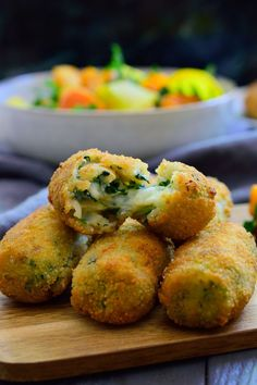 These Spanish spinach croquettes are a typical tapa in bars all around Spain. They're simple to make, packed with flavour and make a great vegan party finger food or appetizer! Bite Size Appetizers, Vegan Appetizers, Appetizer Recipes, Appetizers For Party, Party Snacks, Delicious Appetizers, Dinner Recipes, Party Finger Foods, Appetizer Ideas
