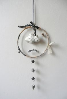 little cloud mobile. ideas for mobiles. Mobiles, Creation Deco, Creation Couture, Dreamcatchers, Dream Catcher Mobile, Baby Couture, Felt Fabric, Diy Projects To Try, Diy For Kids