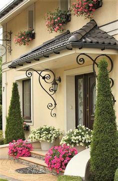 Front Yard Garden Design, House Front Design, Backyard Garden Design, Front Yard Landscaping, Door Design, Exterior Design, Bungalow Haus Design, Home Design Plans, Design Homes