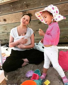 Chrissy Teigen shares fun day with John Legend and daughter Luna John Legend, Blake And Ryan, Brad And Angelina, Dressing Sense, Young Ones, Baby Wraps, Newborn Gifts, Celebs, Celebrities