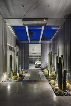 the photography of James Haefner. This particular Modern Palm Springs home by architect Michael Johnston captured my attention immediately. Palm Springs Houses, Palm Springs Style, Modern Interior Design, Interior Design Inspiration, Design Ideas, Contemporary Interior, Luxury Interior, Garden Inspiration, Bungalows